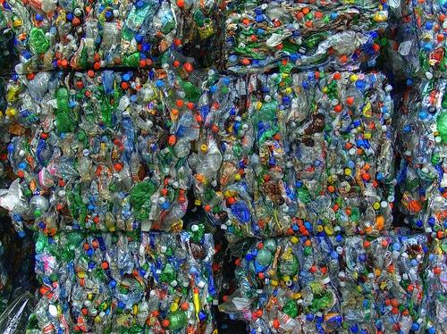 Bottiglie plastica in presse
