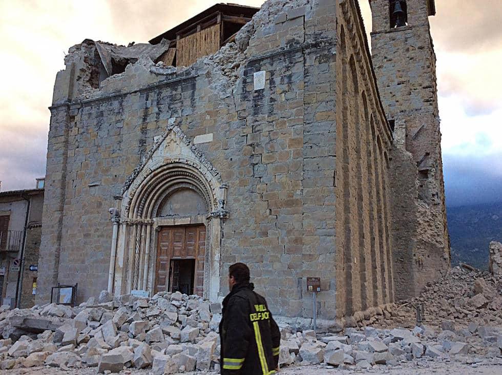 Il centro di Amatrice dopo il terremoto, 24 agosto 2016  (ANSA/ ALBERTO ORSINI)