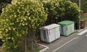 Una postazione di cassonetti a Roccastrada (GR)